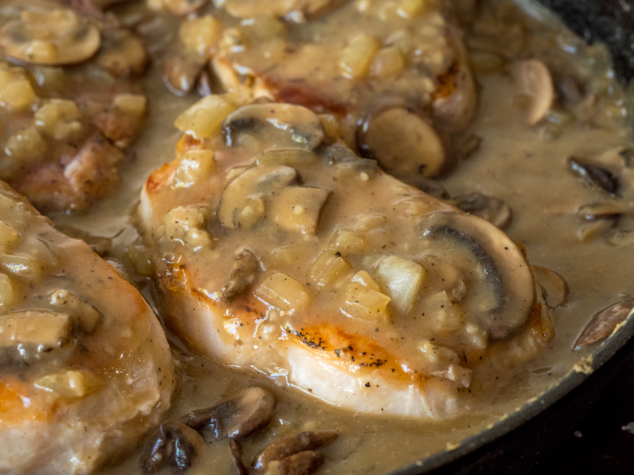 Skillet Pork Chops With Mushroom Gravy 12 Tomatoes