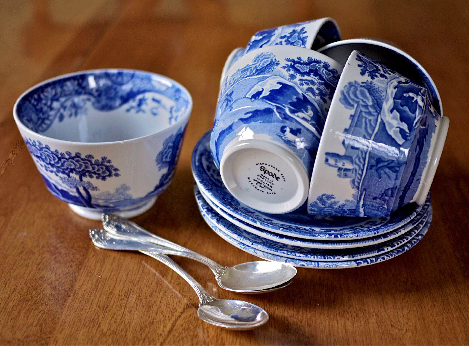 How To Identify The 5 Most Popular China Patterns – 5 Tomatoes