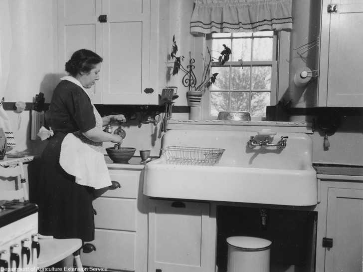 Old Fashioned Kitchen Features We Still Sometimes Miss 12 Tomatoes
