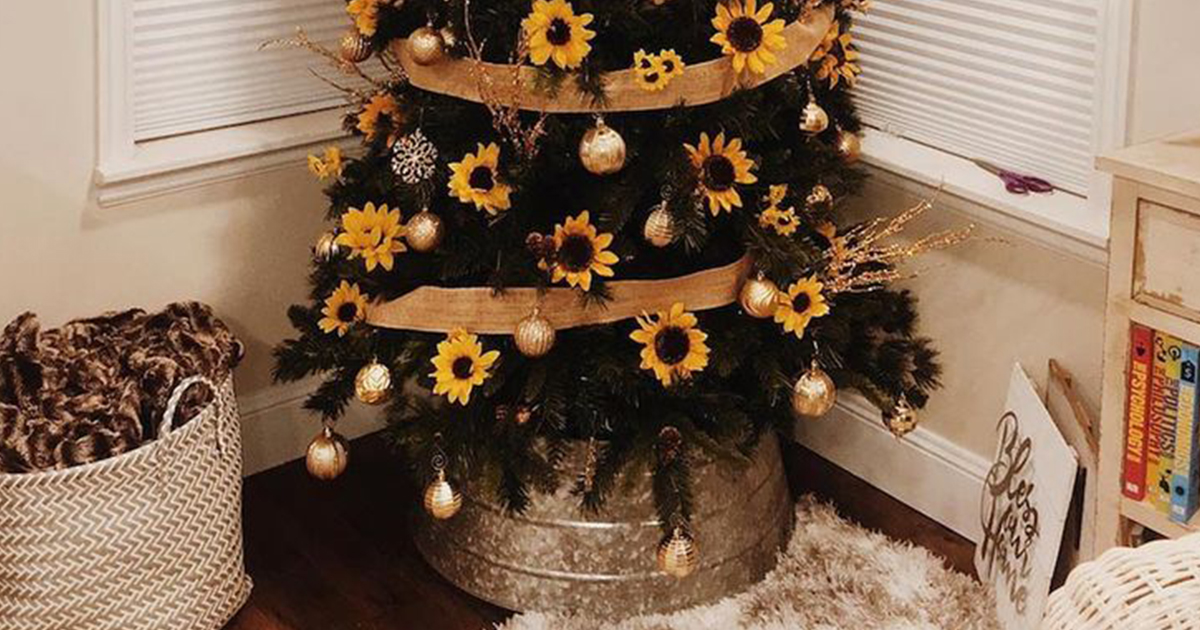 New Trend Sees People Decorating Their Christmas Tree With Sunflowers 12 Tomatoes