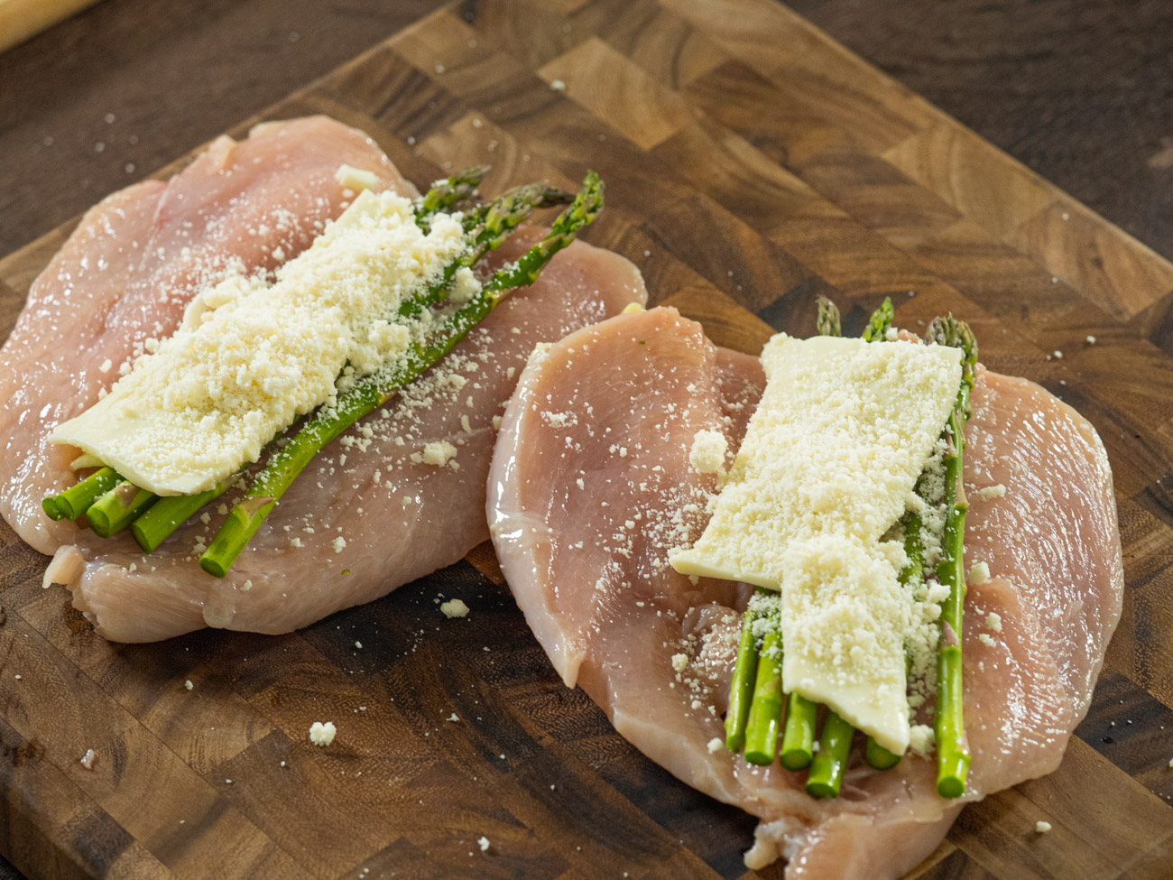 Place 2 slices of mozzarella, 1 tablespoon Parmesan and 5-6 stalks of asparagus on each piece.