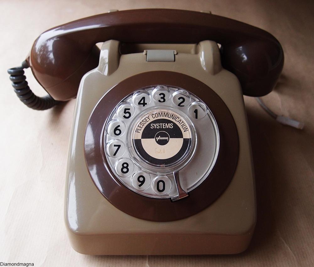 2-tone vintage telephone