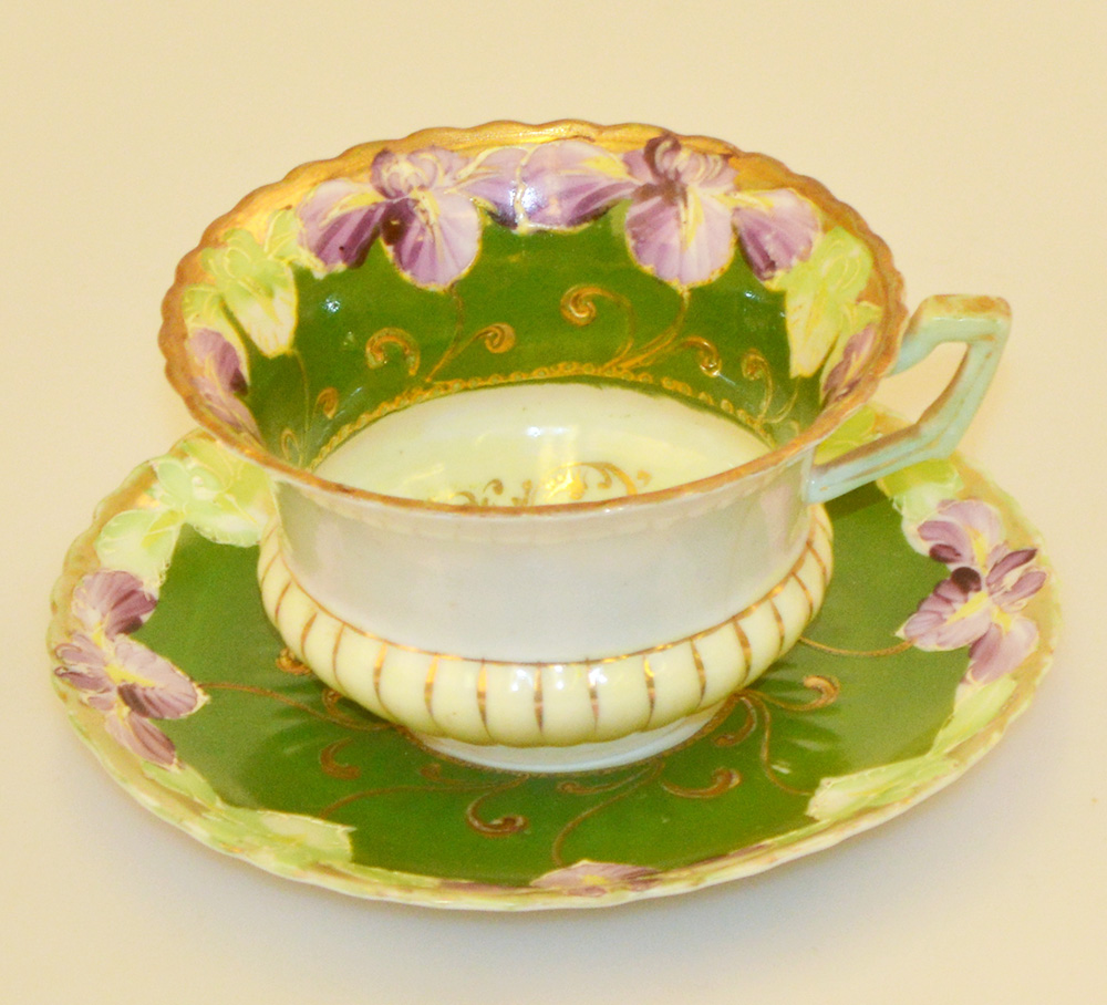 teacup that was on display at the 1904 World's Fair China Pavillion