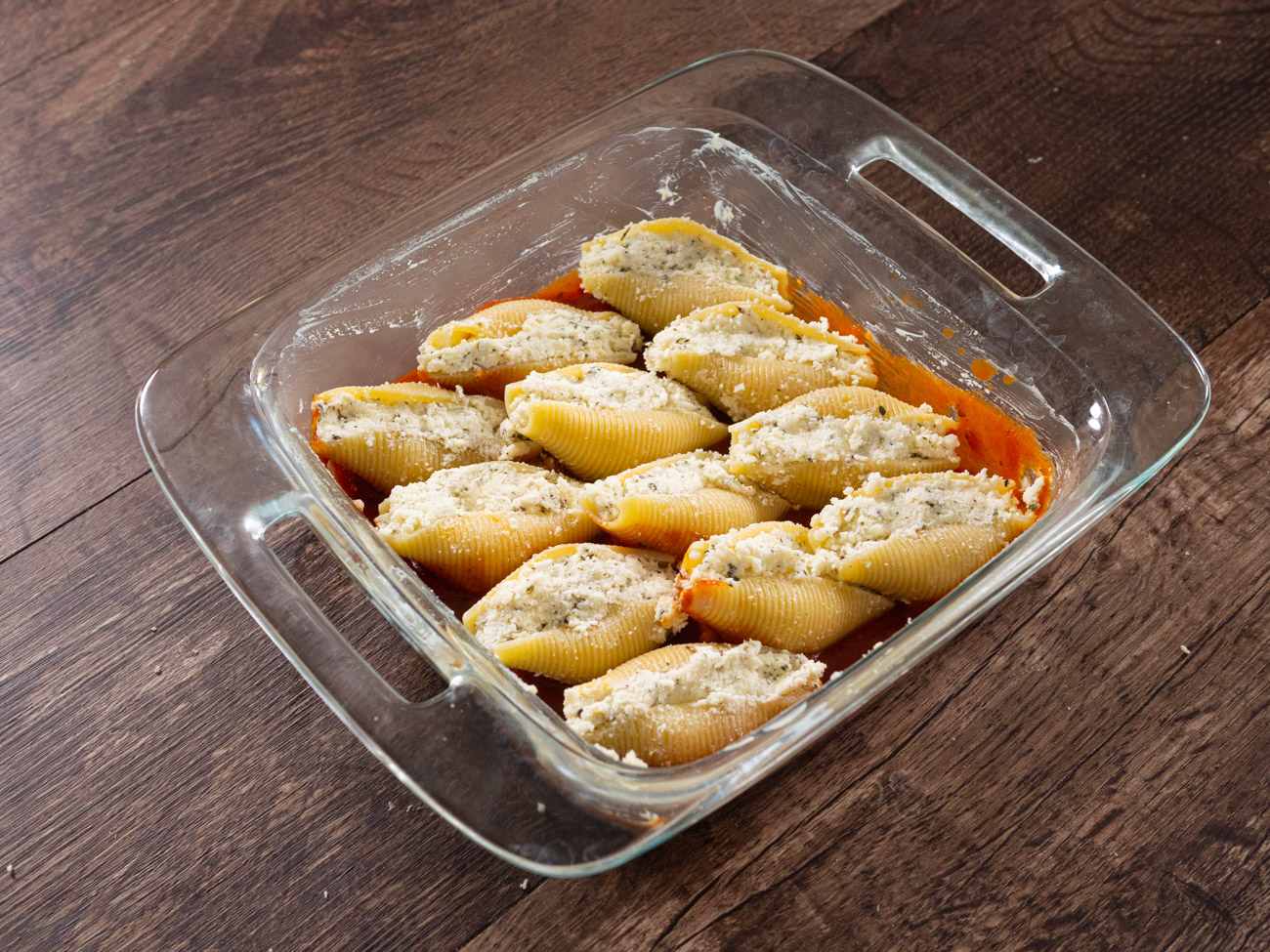 Stuff shells with 2 tablespoons of filling per shell and place each shell on top of marinara in baking pan. Cover tightly with aluminum foil and bake for 20 minutes.