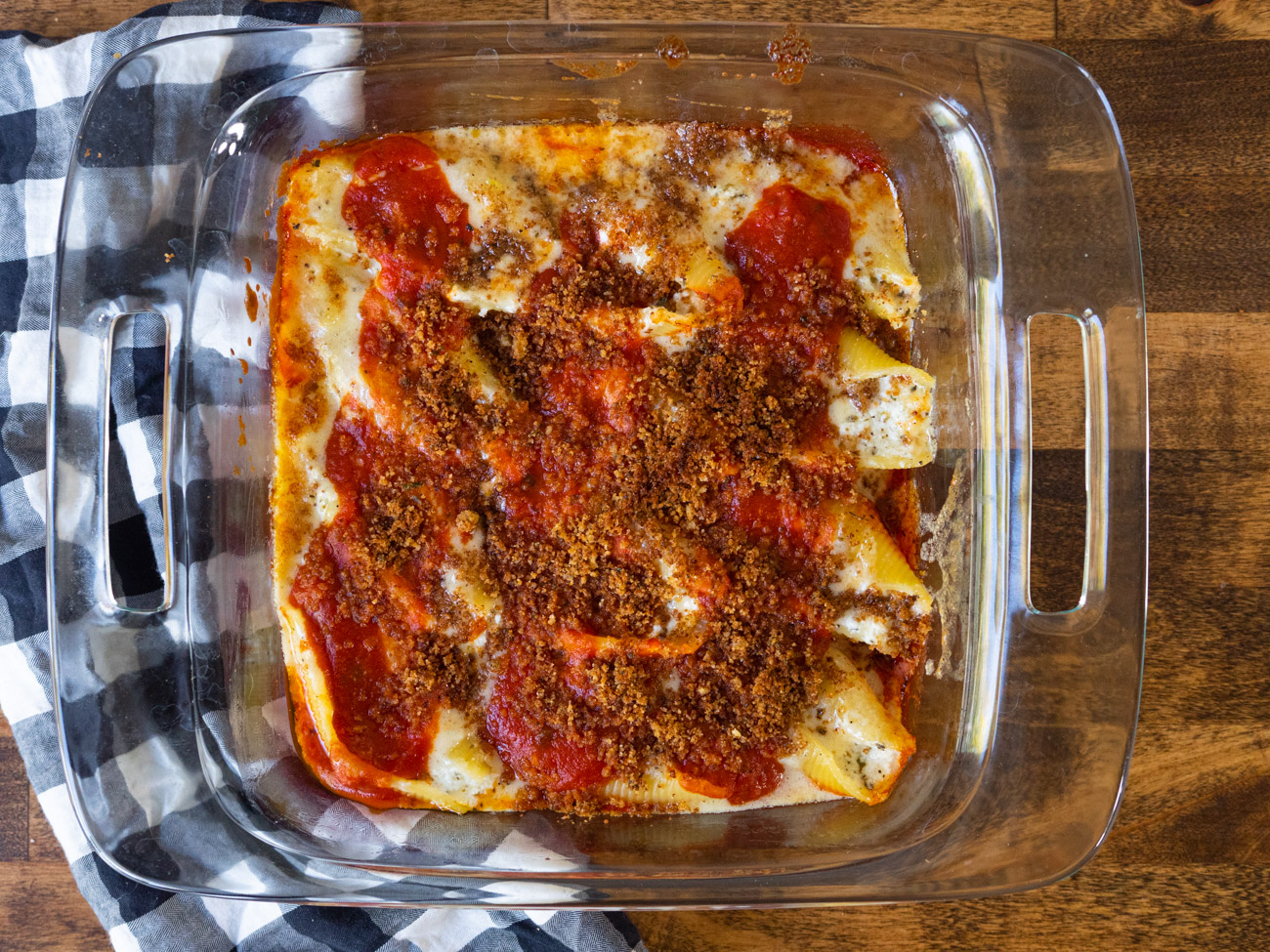 Remove shells from oven and spoon Alfredo sauce over and around shells. Spoon a bit more marinara over the top. Top with breadcrumbs and return to oven. Broil on high 2-3 minutes. Enjoy!