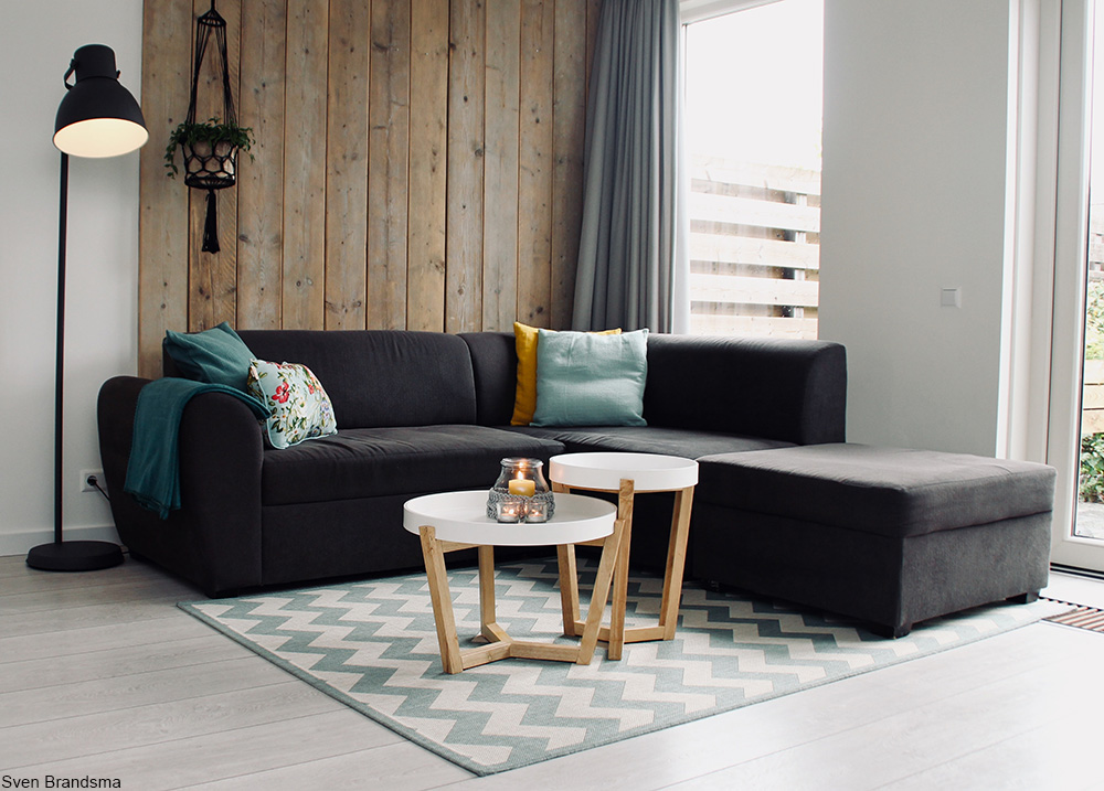 paired down living room with sectional