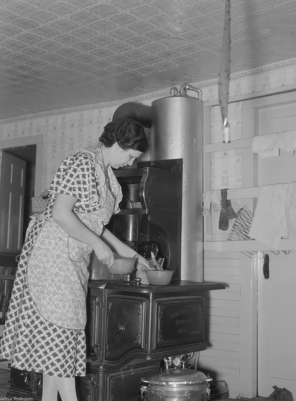 woman cooking, 1938