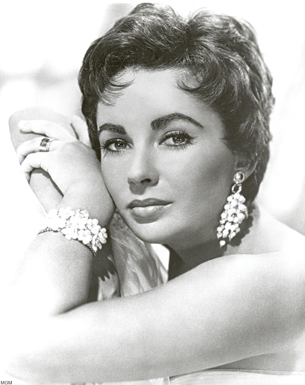 early 1950s publicity photo of Elizabeth Taylor