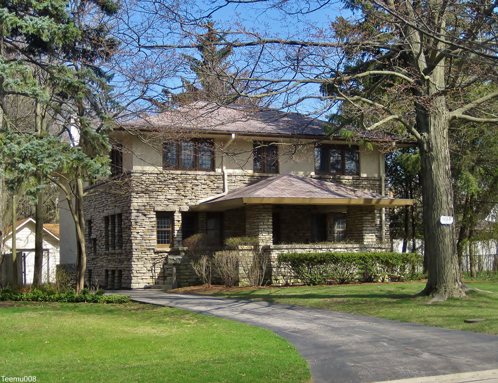 Prairie style house built in 1921 in Highland Park, IL