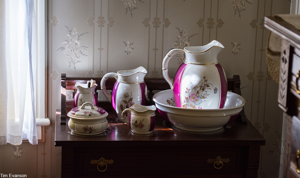 Victorian era ceramic vanity set