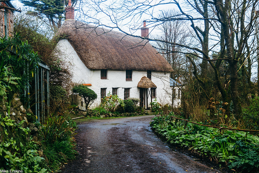 thatched roof cottage in Cornwall, UK