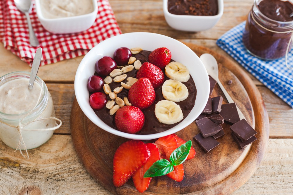 chocolate pudding with sliced fruit