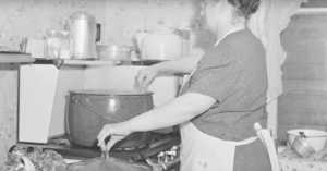 woman cooking chicken, 1941