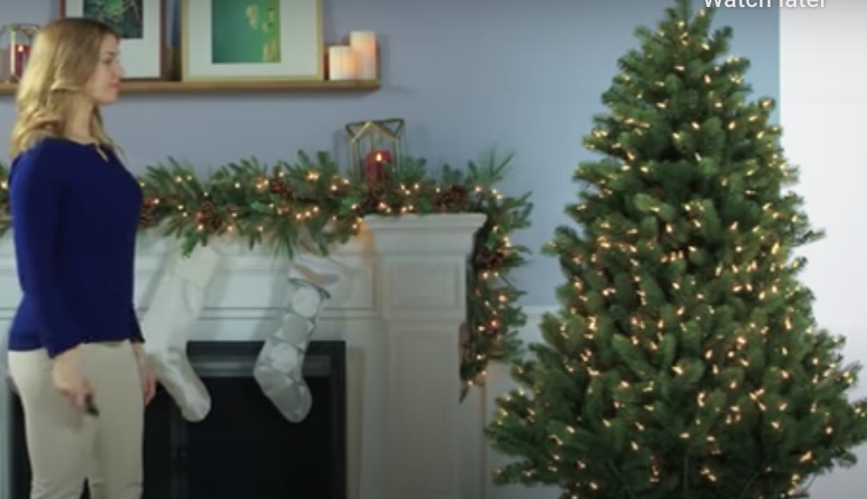 This Christmas Tree Sets Itself Up With The Push Of A Button – 12 Tomatoes