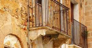 decrepit building in Sambuca, Sicily, Italy