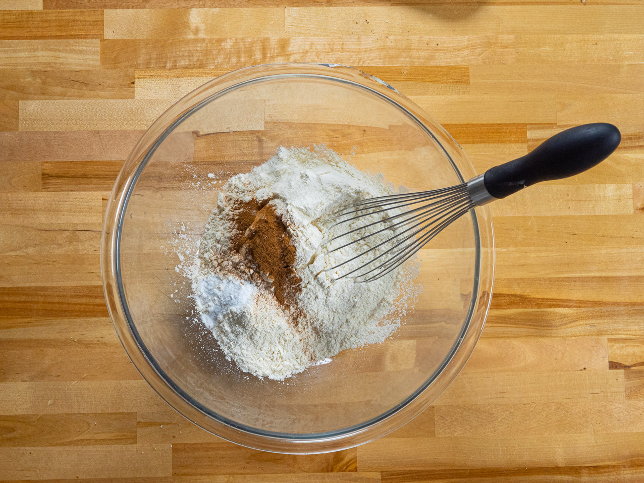 Mix flour, salt, cinnamon, and baking soda in a large bowl.