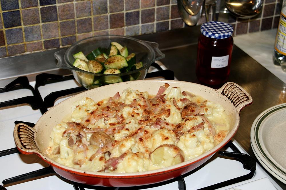 cauliflower in cheesy bechamel sauce