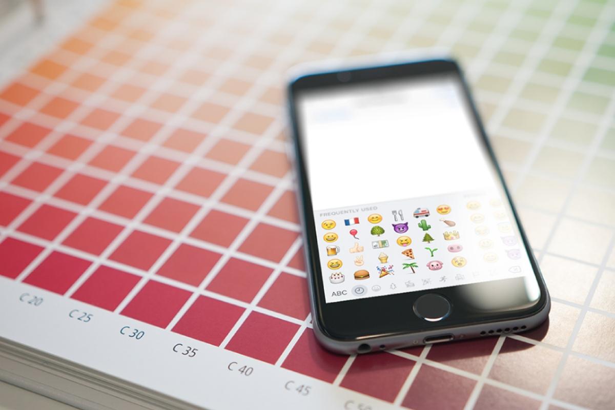 phone displaying emoji