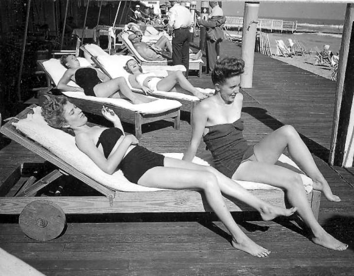 1940s women sunbathing