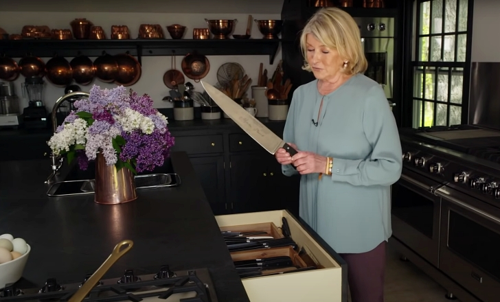 Martha Stewart holding s big knife