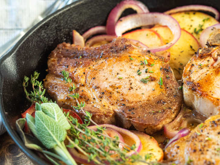 One-Pan-Pork-Chops-and-Apples