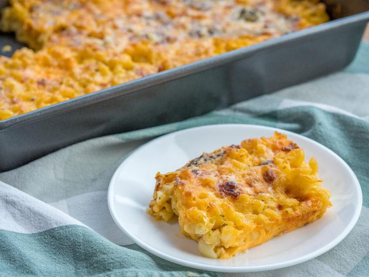 Side view of crispy ranch mac n cheese