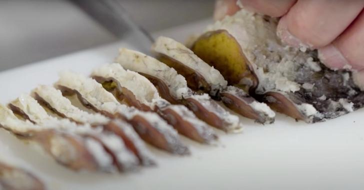 narezushi being sliced