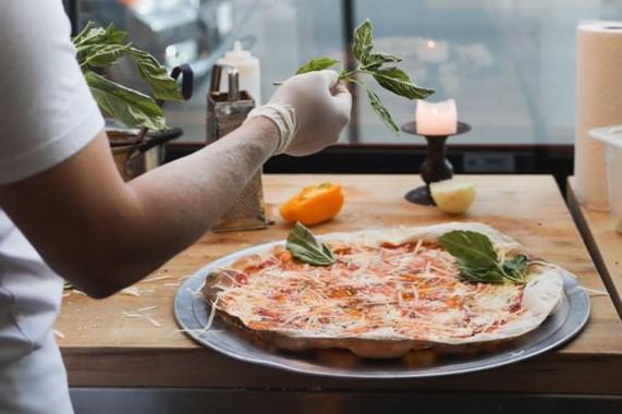 Naudi Signature Pizza
