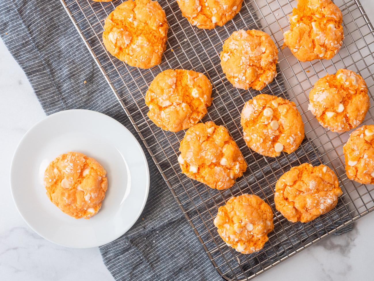 Top-down of orange creamsicle cookies