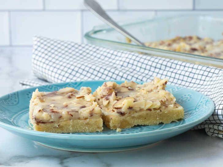Almond shortcake bars
