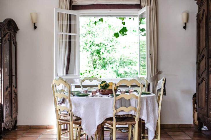 dining room at La Peetch