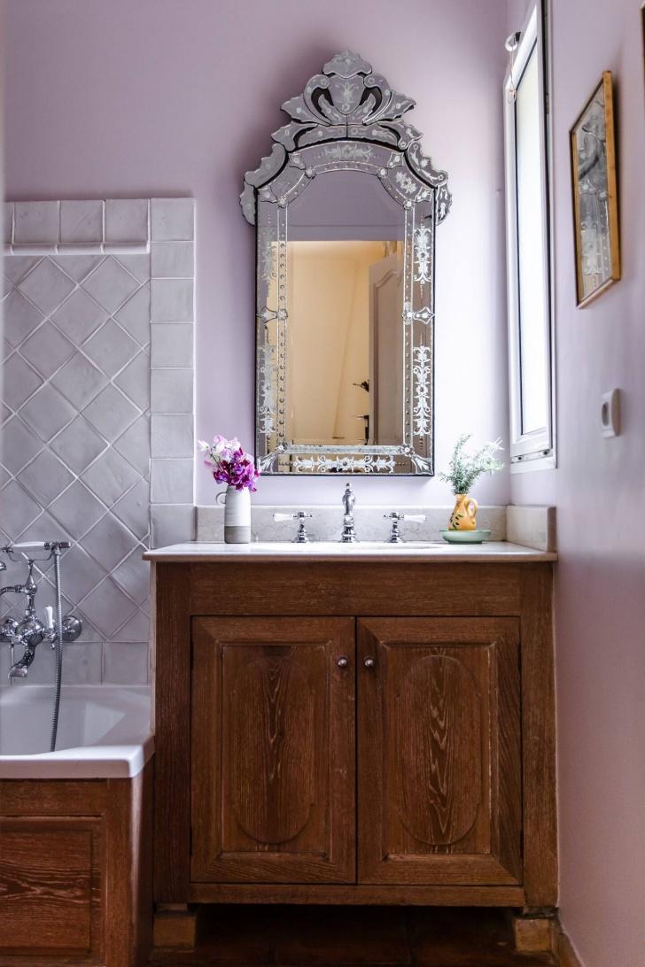 bathroom at La Peetch