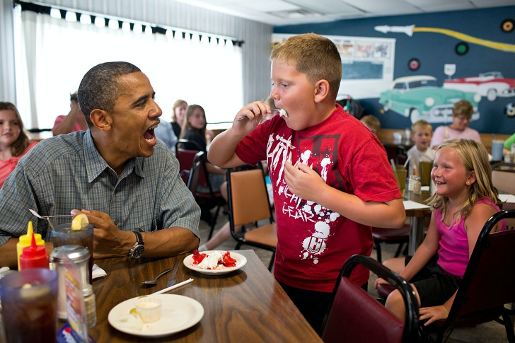 Pres Obama sharing pie with a child
