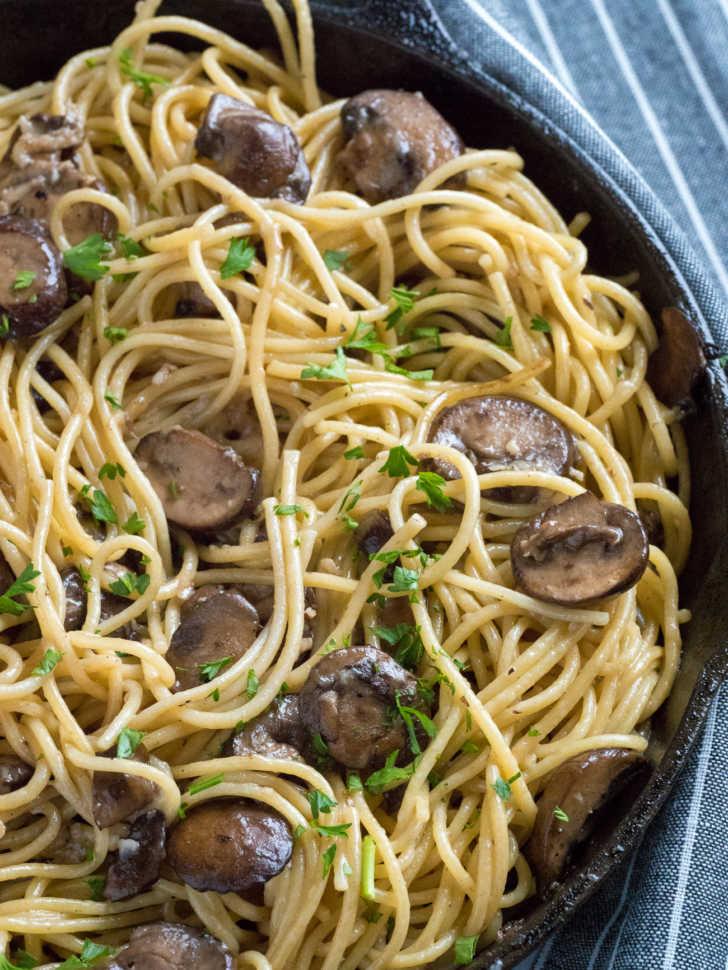 buttery garlic mushroom spaghetti
