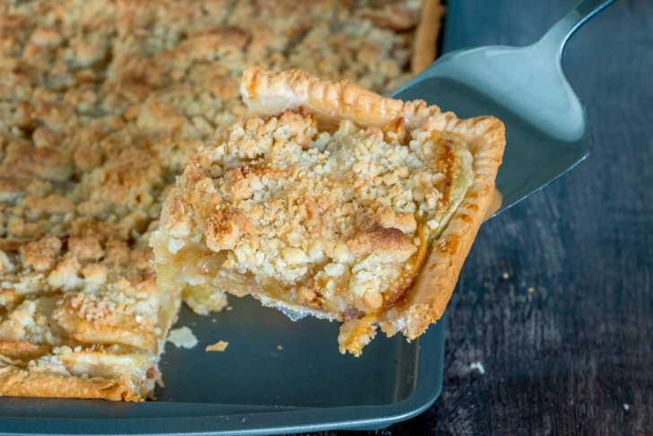 Apple crumb slab pie