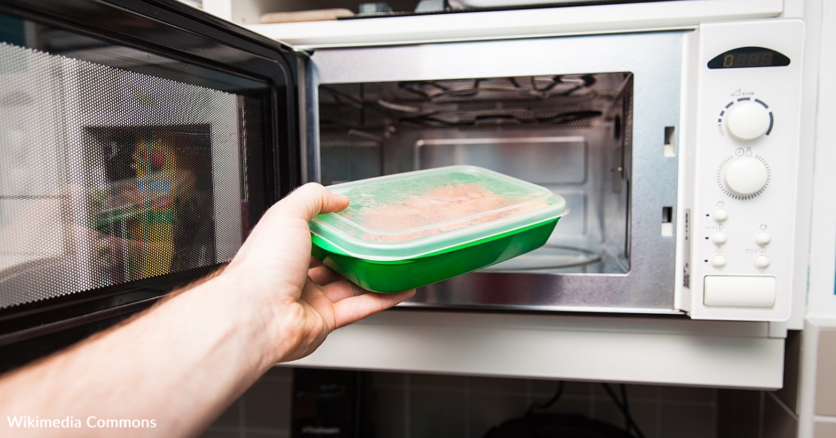 This Viral Hack Shows That We're Probably Using Our Microwaves Wrong