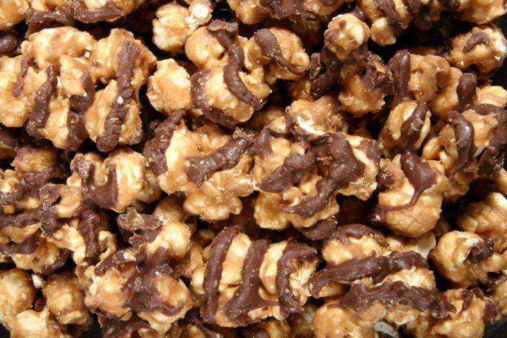 chocolate glazed caramel popcorn