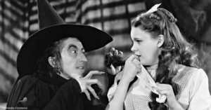 1939 Margaret Hamilton and Judy Garland in the Wizard of Oz