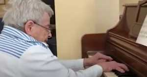 piano teacher with dementia always remembers how to play