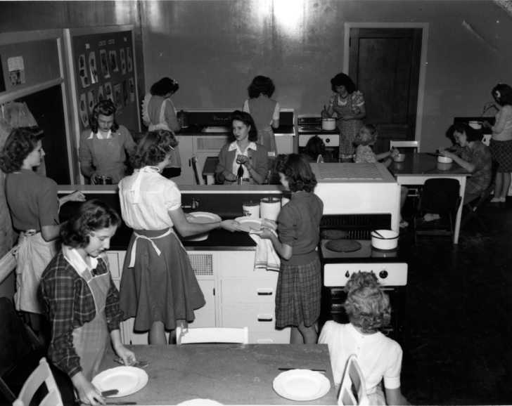 early 1950s home ec class