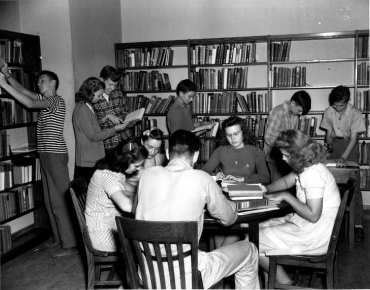1950s high school students in the school library
