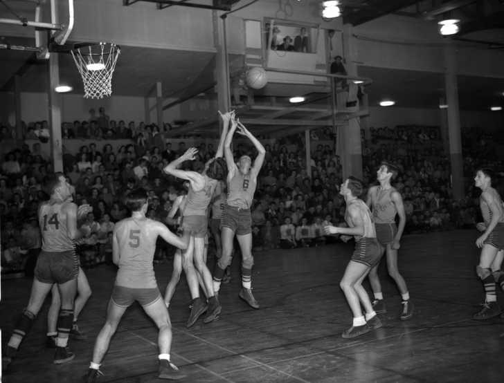 late 1940s high school basketball game