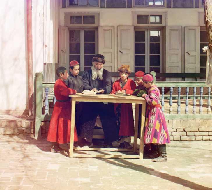 """Group of Jewish children with a teacher. Samarkand"""" (Uzbekistan)"""