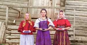 3 Russian peasant girls, 1909