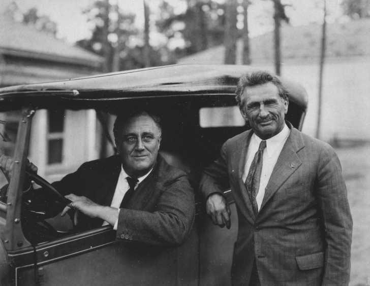 Bernarr MacFadden posing with President Franklin D. Roosevelt in 1931