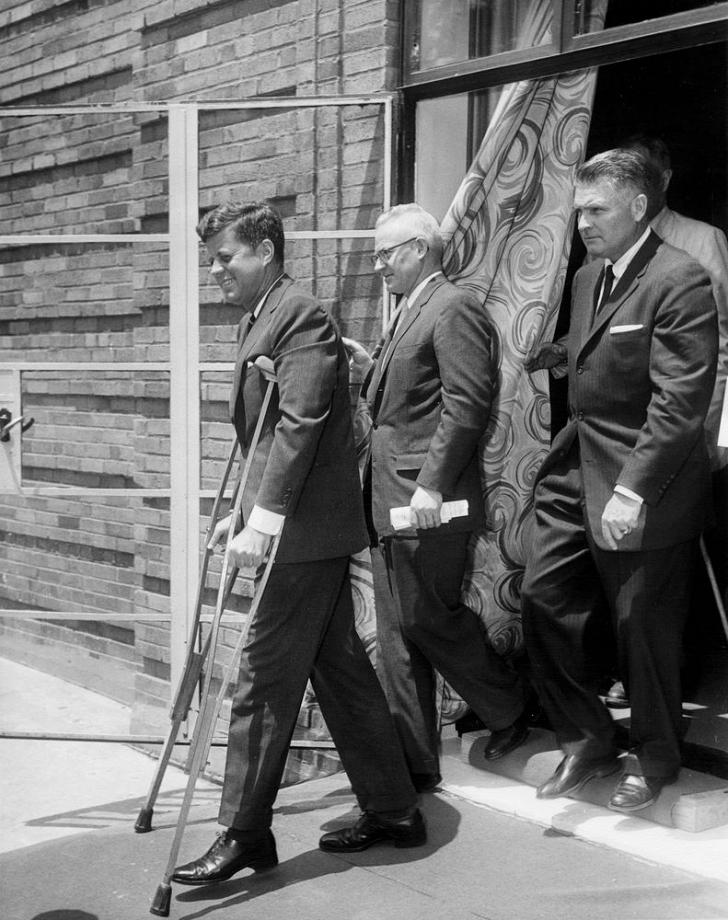 jfk on crutches in 1961