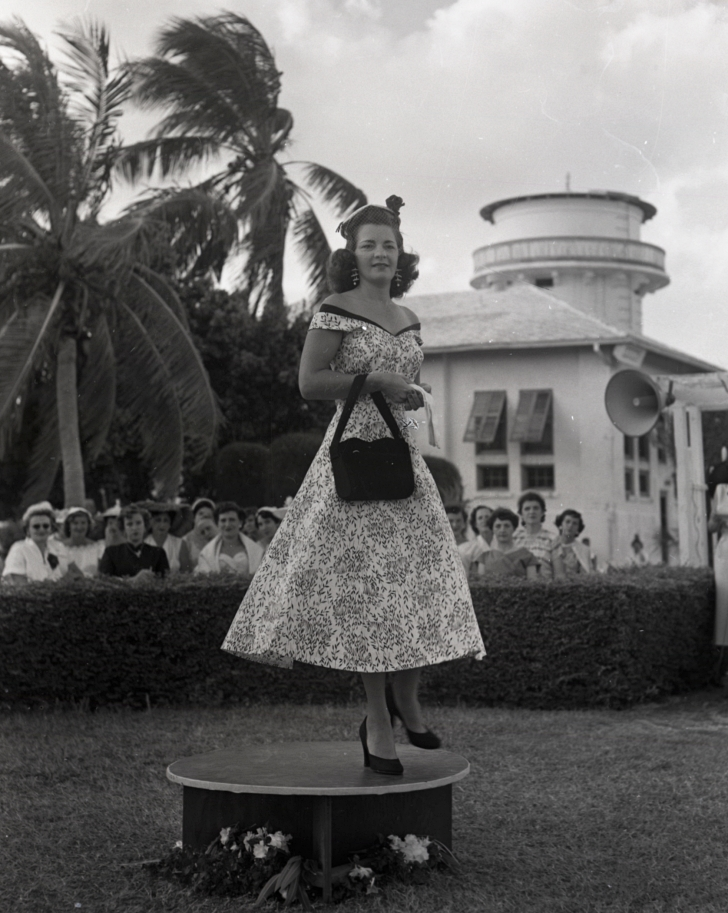 1954 ladies fashion show