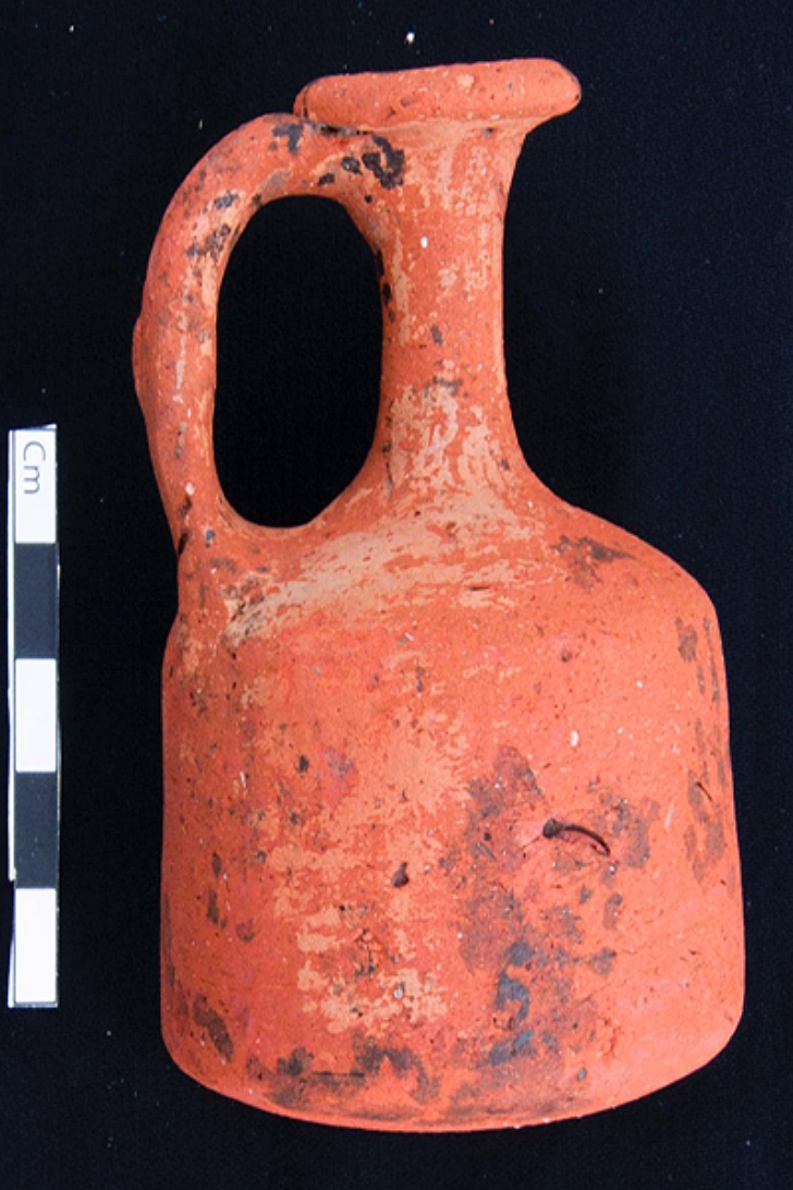 pottery found at pre-dynasty era tombs near Cairo