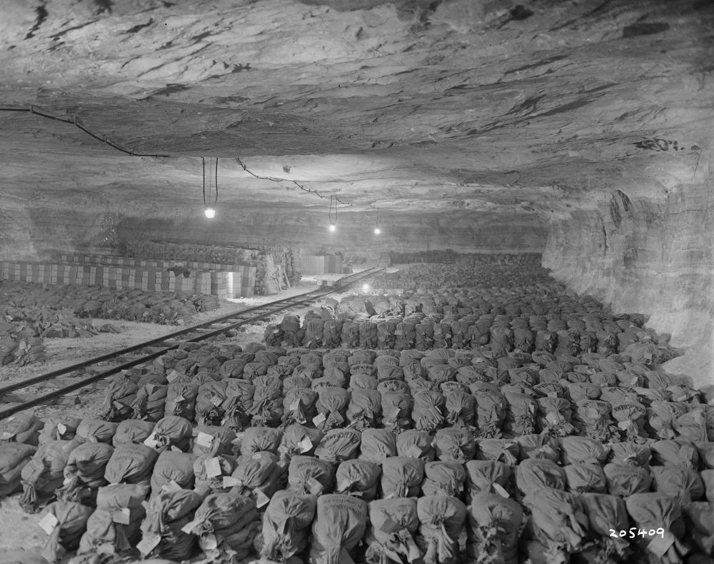Nazi gold found in Merker salt mine, 1945