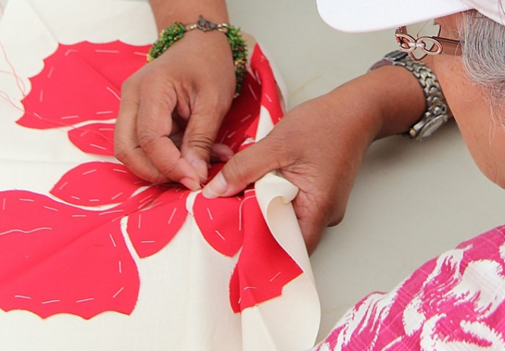 hand quilting in the Hawaiian style